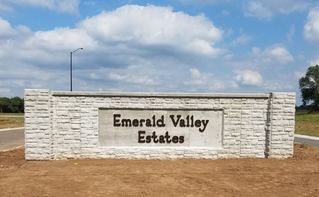 1431 N Emerald Valley Dr-0