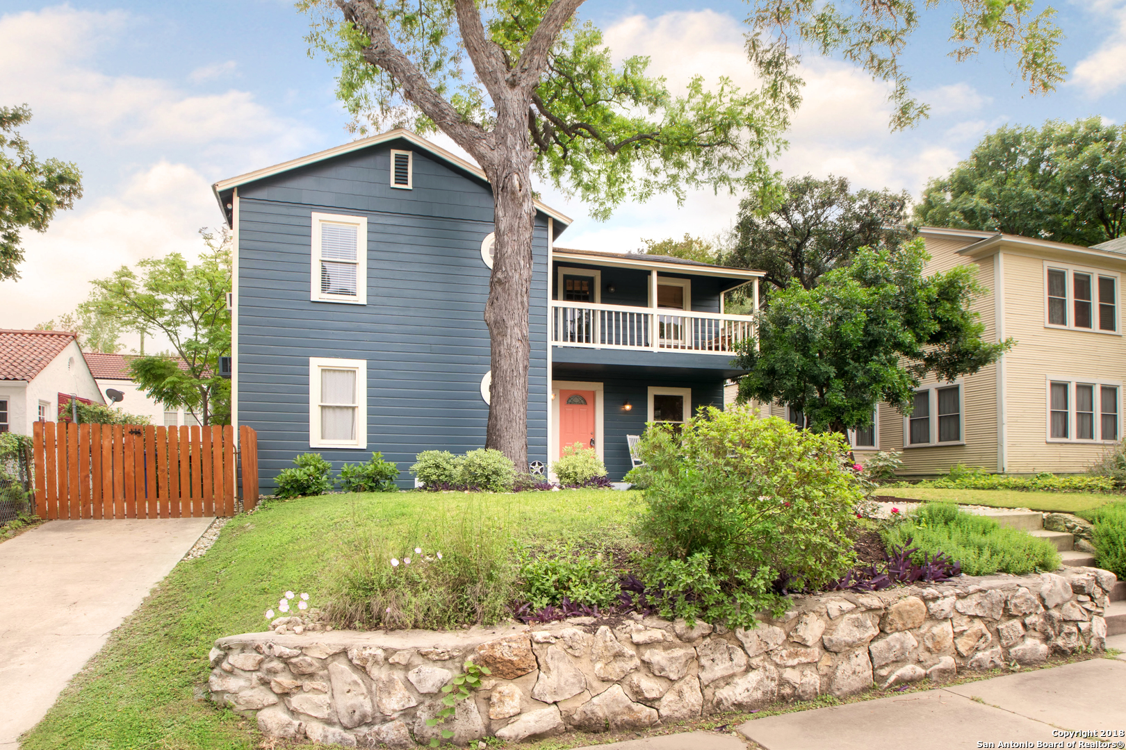 1526 W HUISACHE AVE-2